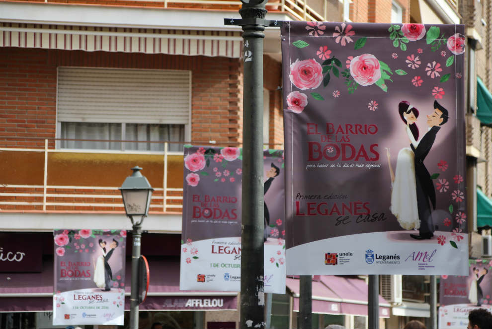 Las calles Butarque, Madrid. Teniente General Muslera, Palomares... están ya adornadas.