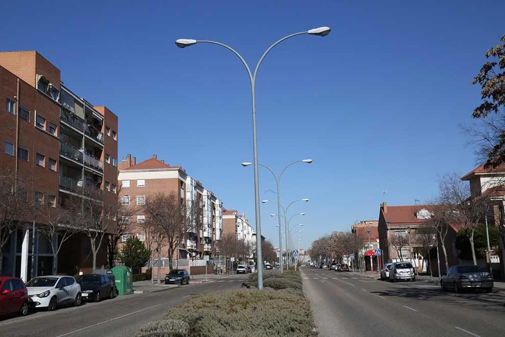 El Ayuntamiento renueva la luz de las farolas de Leganés Norte ...