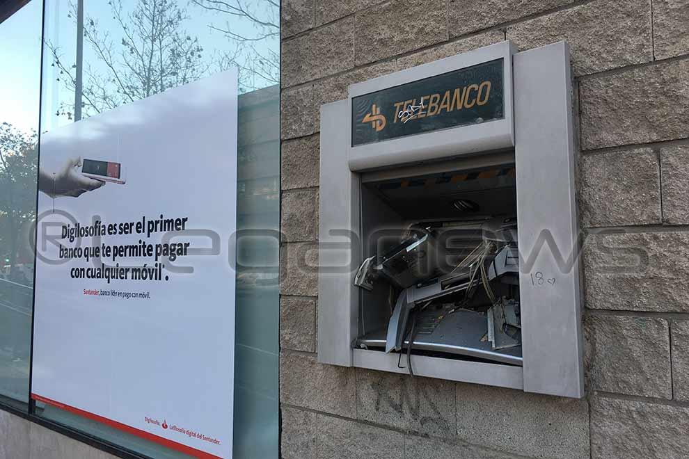 Asaltan de madrugada en legan s una oficina del banco de for Santander cajeros madrid